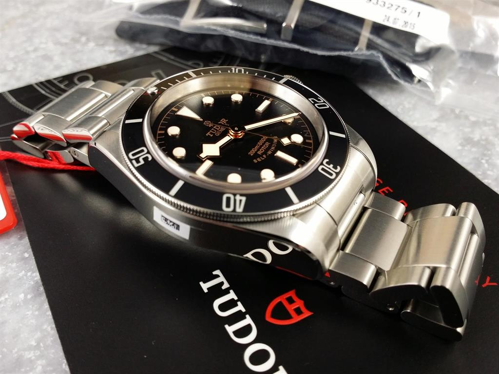 1_tudor-black-bay-79220n-2016-13